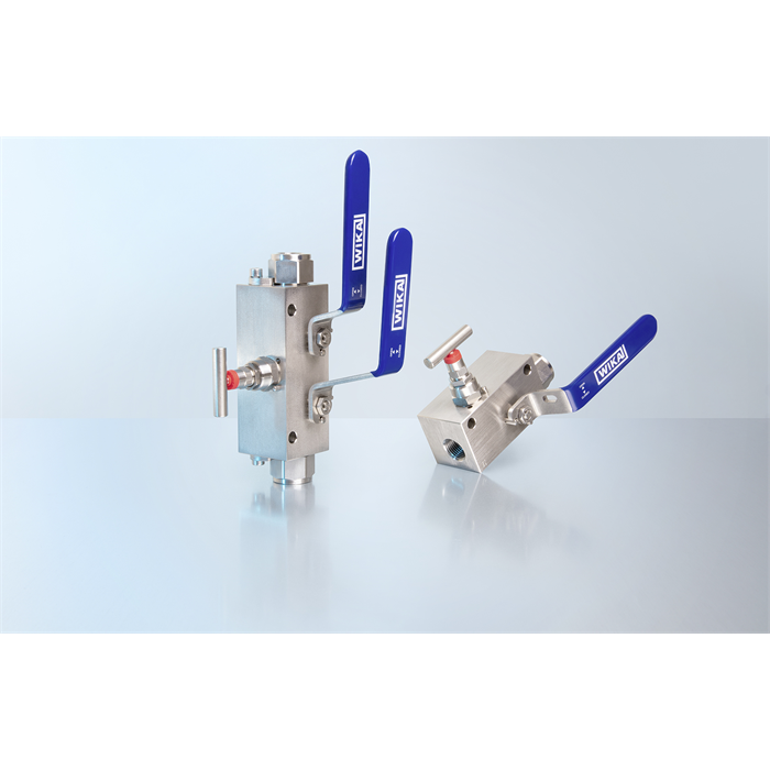 Monoblock with two types of valve for tight installation situations